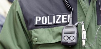 Symbolbild, Polizei, Jacke, Funk, Grün © Holger Knecht