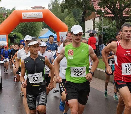 Fast 130 Läuferinnen und Läufer hatten sich 2013 in Birkweiler für die beiden Streckenlängen angemeldet. (Foto: Holger Knecht)