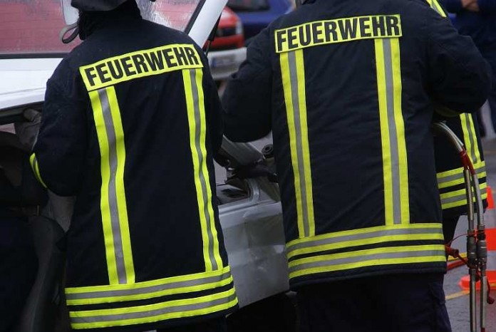 Symbolbild, Feuerwehr, Feuerwehrmänner, Einsatz
