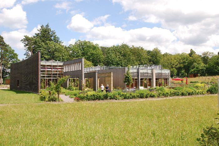 ökologisches Haus das haus der nachhaltigkeit bietet jungen leuten die möglichkeit