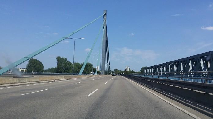 Die derzeitige Rheinbrücke bei Wörth