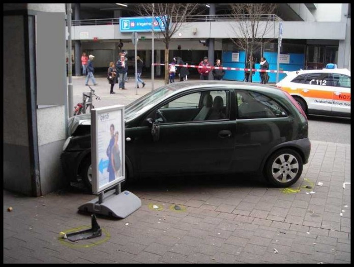 Mit Auto Gegen Die Wand Gefahren Metropolnews Info