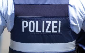 Symbolbild, Polizei, Weste, Blau © Holger Knecht