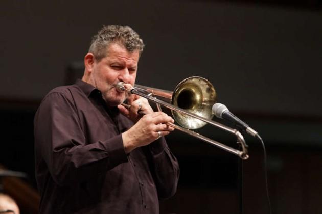 Bandleader Paul Schütz an der Posaune