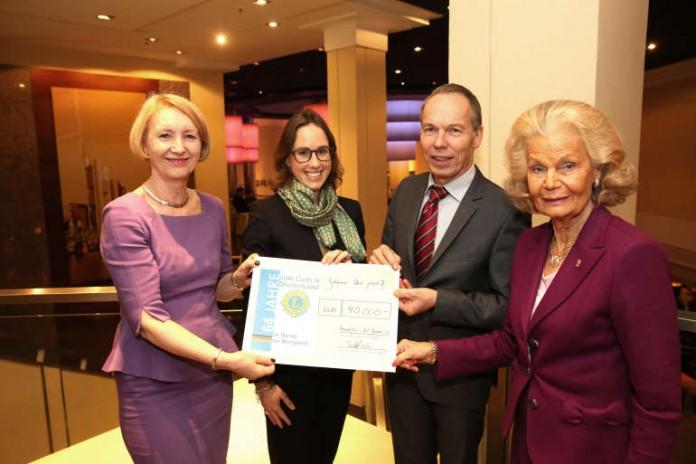40.000 Euro Weihnachtsgeld & Spenden Im Casino Club
