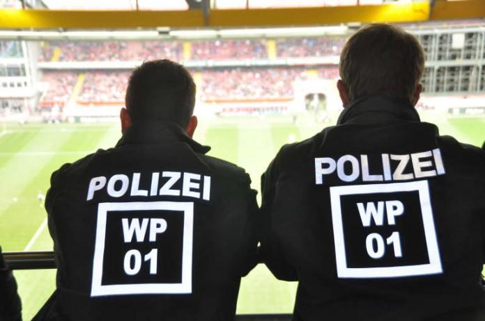 Einsatzkräfte der Polizei Kaiserslautern (Foto: Polizei)