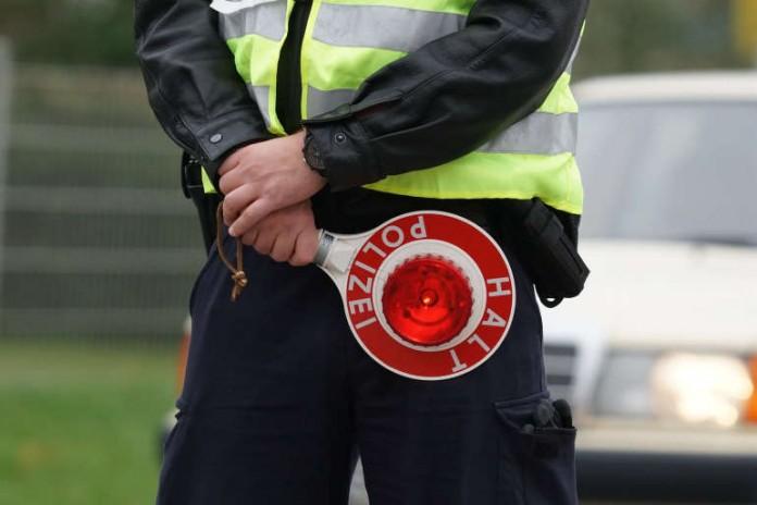 Symbolbild Polizei Verkehrskontrolle (Foto: Holger Knecht)