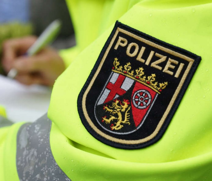 Symbolbild, Polizei, Kontrolle, Bericht schreiben © Holger Knecht