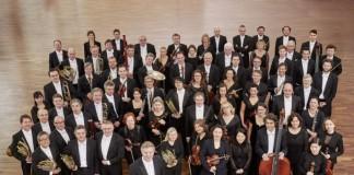 Die Deutsche Staatsphilharmonie unter der Leitung von Karl-Heinz Steffens (Foto: Stefan Wildhirt)