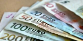 Symbolbild, Geld, verschiedene Scheine, Banknoten, Falschgeld