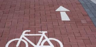 Symbolbild, Radweg, Fahrrad, stylisiert, Radweg, rotes Pflaster