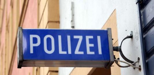 Symbolbild, Polizei, Wache, blaues Schild
