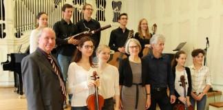 """Bildungsbürgermeisterin Dr. Ulrike Freundlieb mit den Bundespreisträgern des Wettbewerbs """"Jugend musiziert"""" (Foto: Stadt Mannheim)"""