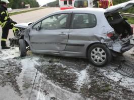 Der PKW wurde durch den Unfall stark beschädigt