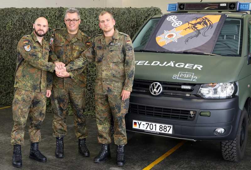 Hauptmann Jörn Mauer (rechts) der neue Chef des Feldjägerdienstkommandos