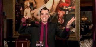 Besondere Höhepunkte des Bürgerfestes sind drei Themenweinproben, moderiert von Zauberkünstler Oliver de Luca und jeweils einer rheinhessischen Weinmajestät (Foto: Corinna Seibert)