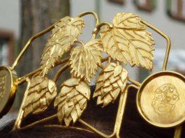 Die Krone der Andechser Bierfestkönigin (Foto: Tourist-Information Haßloch)
