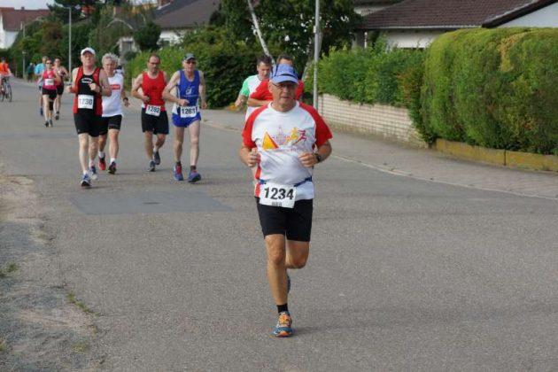 Start des Hauptlaufs (10 km) (Foto: Holger Knecht)