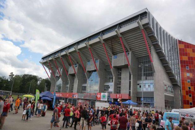Das Fritz-Walter-Stadion - Bereich Ost beim Stadionfest (Foto: Holger Knecht)