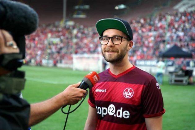 FCK-Fan und Sänger Mark Forster im Fernsehinterview (Foto: Holger Knecht)