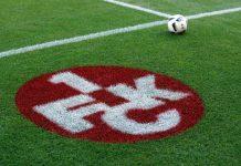FCK-Logo auf dem Rasen (Foto: Holger Knecht)