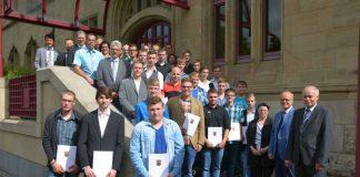 Die neuen Straßenwärtern mit den Ausbildern und Lehrern (Foto: LBM)