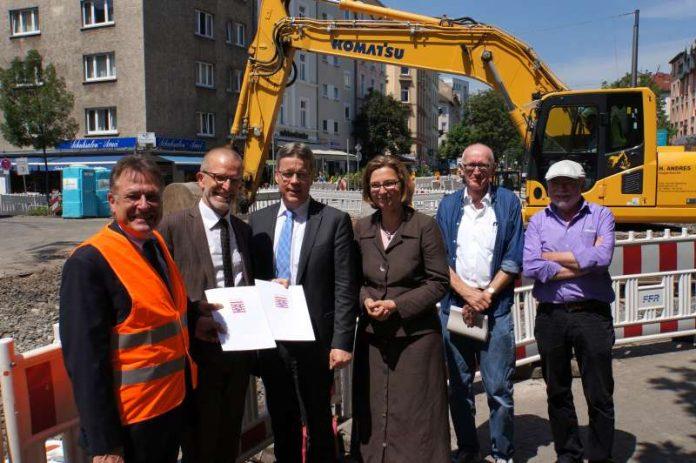 Stefan Majer bei Übergabe der Förderbescheide für U5-Stationen 'Musterschule' und 'Glauburgstraße' (Foto: VGF)