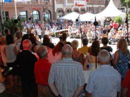 Chöre und Musikvereine verwandelten die historische Altstadt Ettlingens beim Landes-Musik-Festival in eine große Freiluftbühne. (Foto: ivo-press/bcv)