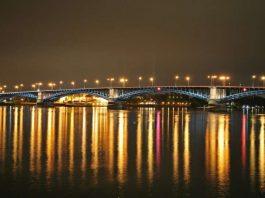 Die Theodor-Heuß-Brücke verbindet Mainz und Wiesbaden (Foto: Pixabay)