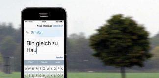 """Gefährliche Begegnung auf der Landstraße: Der eine schaut auf sein Handy, textet, ist im """"Blindflug"""" unterwegs. Der andere ist ahnungslos und sieht die tödliche Gefahr nicht kommen. Das Unfallrisiko erhöht sich beim Schreiben und Lesen einer SMS laut Deutschem Verkehrssicherheitsrat (DVR) auf das 23-fache. Viele Autofahrer unterschätzen das Risiko. (Foto: obs/Deutscher Verkehrssicherheitsrat e.V./Fotocollage DVR / Fotolia)"""