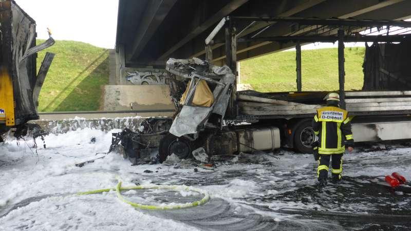 Für den LKW-Fahrer kam jede Hilfe zu spät (Foto: Feuerwehr Mainz)