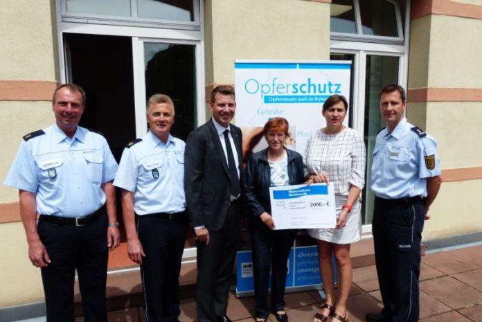 Karlsruhe Spenden Bergabe An Das Projekt Des