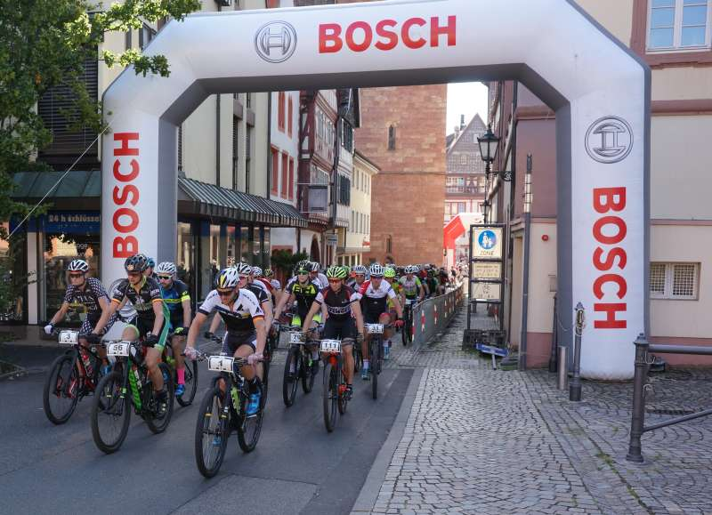 Los ging's für die Langstrecken-Distanzfahrer (Foto: Holger Knecht)