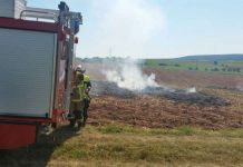 Die Feuerwehr Otterbach löschte das brennende Stroh (Foto: Feuerwehr VG Otterbach-Otterberg)