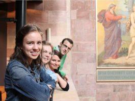 Die ARC-Domführer in Speyer v.l.n.r.: Miriam Lücke, Annelise Knitter, Alice Alexandre, Mateo Vicent Fanconi (Foto: Bistum Speyer)