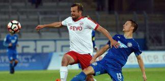 FCA-Akteur Jonas Kiermeier gegen Offenbachs Matthew Taylor in Aktion (Foto: Hübner)
