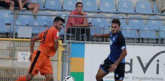 FCA-Akteur Ugurtan Kizilyar im Zweikampf mit Hoffenheims Yusuf Coban (Foto Janik)