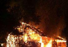 Die Lagerhalle brannte aus (Foto: Polizei)
