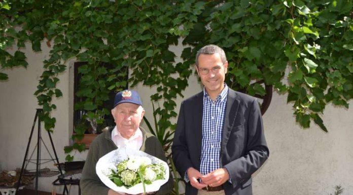 Bürgermeister Dr. Maximilian Ingenthron mit Günther Lintz (Foto: Stadtverwaltung Landau in der Pfalz)