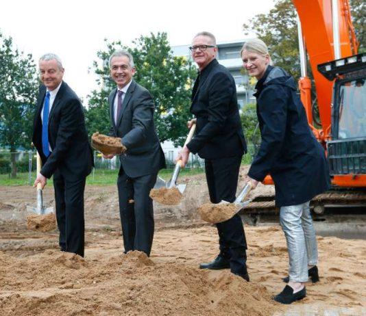 Frank Junker, OB Peter Feldmann, Gerhard Brand und Juliane Wittmann (Foto: Ralph Orlowski)