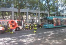 Verkehrsunfall mit LKW PKW und StraBahn (Foto: Feuerwehr Frankfurt am Main)