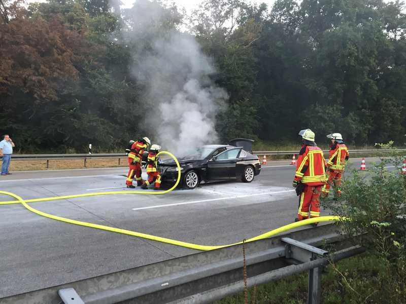 Dieser BMW fing plötzlich Feuer - Ein Albtraum für jeden Autofahrer