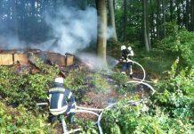 Die Feuerwehr löschte eine brennende Waldhütte (Foto: Feuerwehr)