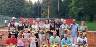 Siegerbild mit Landrat Dr. Fritz Brechtel zum 3. Tenniscup des TC Rülzheim (Foto: TC Rülzheim)