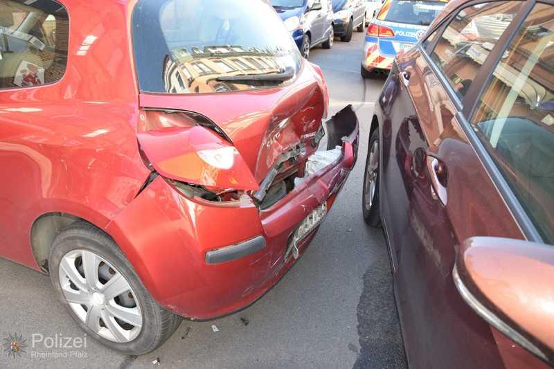 Es kam an beiden Autos zu erheblichen Schäden