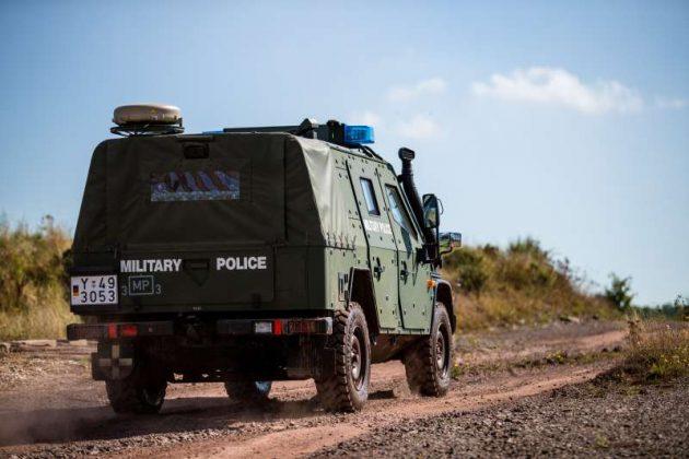 Gepanzertes Fahrzeug auf dem Truppenübungsplatz Baumholder (Foto: Stephan Dinges)