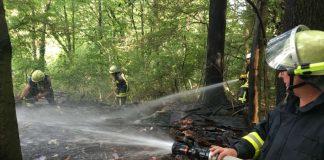 Die Gartenhütte brannte ab (Foto: Ralf Mittelbach)