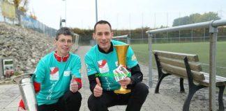 Die Vorjahressieger Eva Schlüter und Roland Stulz mit ihren Wanderpokalen (Foto: Laufticker.de)