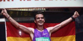 Arne im Ziel (Foto: Mainova Frankfurt Marathon)