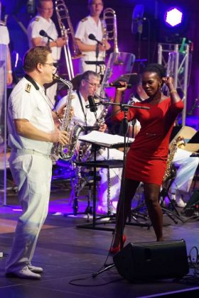 Sängerin Bwalya und André Cimiotti (Foto: Holger Knecht)